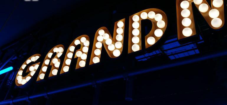 led灯泡发光字 创意招牌 跑马灯泡字 户外店招 镀锌钢