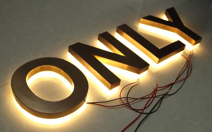 15  属于:发光字制作 上一产品:平面亚克力字uv 不锈钢侧面冲孔发光字图片